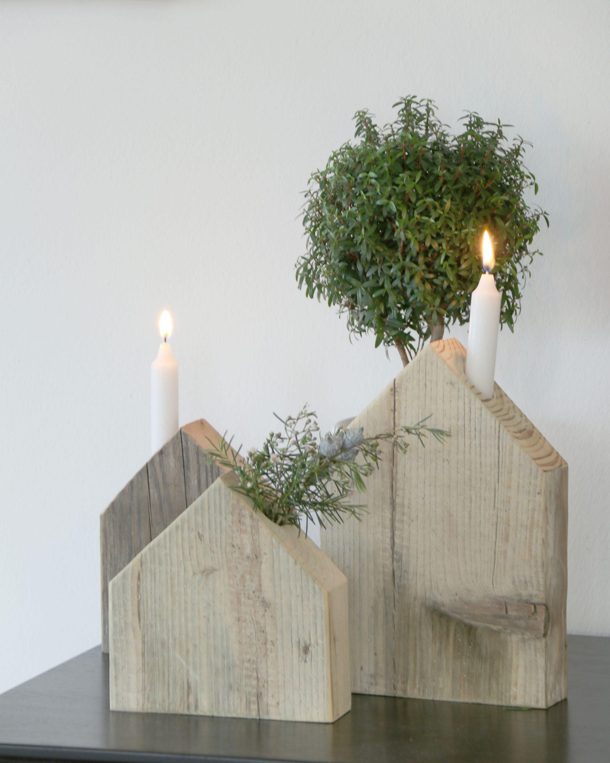 Selbstgemachte Holzhaeuschen als Altholz